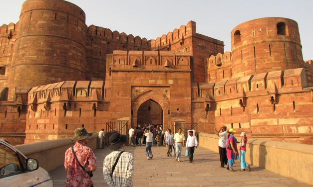 Enjoy the Trip of TajMahal with Cabs in Agra